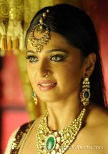anushka-as-nagavalli-photos-4_900-211x300 Top Actress