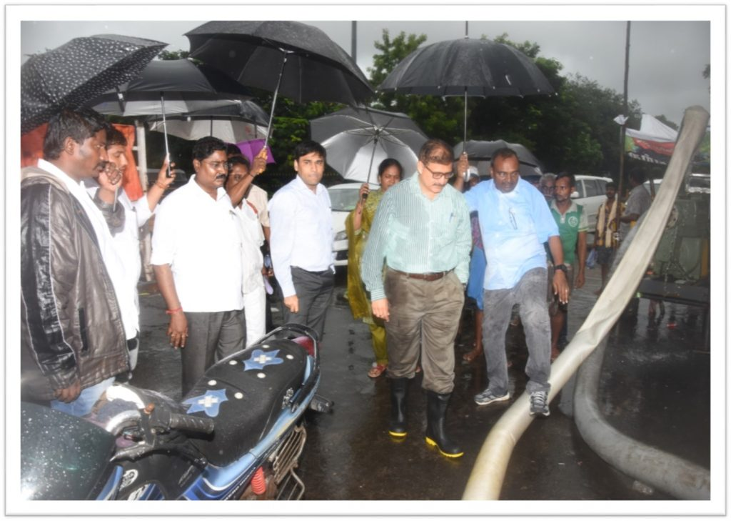 kannan-rountana-inspection-1024x729 Preventing Flooding in Chennai - Best Efforts of Greater Chennai Corporation